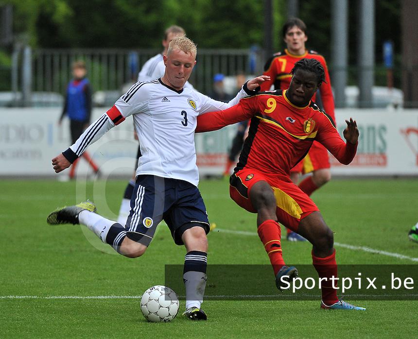 Scotland U19 - Belgium U19 : Jack Grimmer has the ball before  Nathan Kabasele (9).foto DAVID CATRY / Nikonpro.be