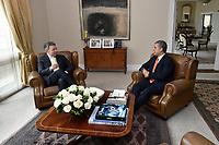BOGOTÁ - COLOMBIA, 21-06-2018 Juan Manuel Santos, Presidente de Colombia, recibe al presidente electo de Colombia, Ivan Duque, en el palacio de nariñoñ hoy jueves 21 de junio de 2018. / Juan Manuel Santos, President of Colombia, receives to the elected president of Colombia, Ivan Duque, at Palacio de nariño  today june 21, 2018. Photo: VizzorImage /  Juan david tena - SIG / HANDOUT PICTURE; MANDATORY EDITORIAL USE ONLY/ NO MARKETING, NO SALES