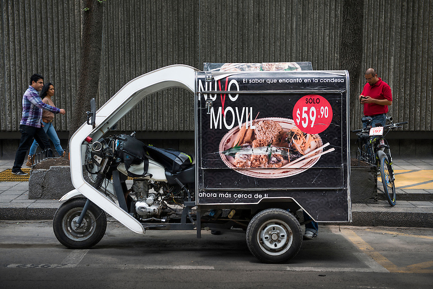 Nuvo Movil suchi, food motorbike. , streetfood, Mexico City