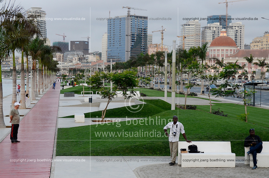 ANGOLA Luanda, sea promenade, due to revenues from oil and diamond exports a construction boom is seen everwhere and the real estate prices are extremely high /ANGOLA Luanda , Promenade am Meer, durch Einnahmen aus Oel und Diamanten Exporten gibt es einen gigantischen Bauboom und Luanda rangiert als einer der teuersten Immobilienplaetze weltweit