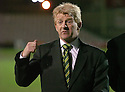 30/01/2008    Copyright Pic: James Stewart.File Name : sct_08_motherwell_v_celtic.CELTIC MANAGER GORDON STRACHAN ON THE PITCH AFTER THE GAME AGAINST MOTHERWELL WAS CALLED OFF JUST 45 MINS BEFORE KICK OFF.James Stewart Photo Agency 19 Carronlea Drive, Falkirk. FK2 8DN      Vat Reg No. 607 6932 25.Studio      : +44 (0)1324 611191 .Mobile      : +44 (0)7721 416997.E-mail  :  jim@jspa.co.uk.If you require further information then contact Jim Stewart on any of the numbers above.........