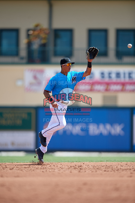 Miami Marlins shortstop José Salas (5) fields a ball during an Instructional League game against the Washington Nationals on September 25, 2019 at Roger Dean Chevrolet Stadium in Jupiter, Florida.  (Mike Janes/Four Seam Images)