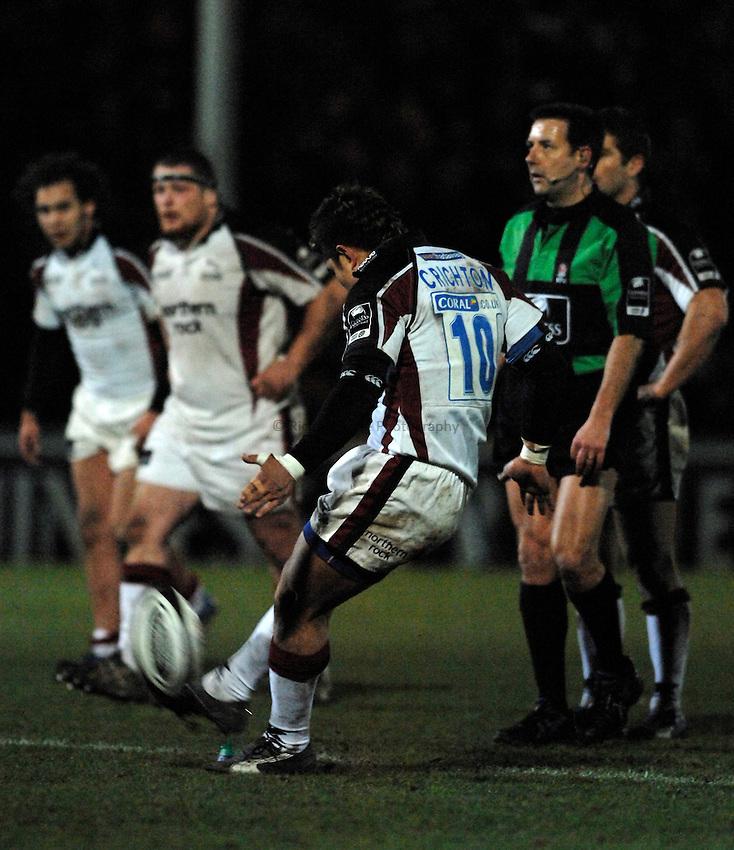Photo: Richard Lane..Worcester Warriors v Newcastle Falcons. Guinness Premiership. 16/03/2007. .Falcon's Loki Crichton kicks but misses a last minute penalty.