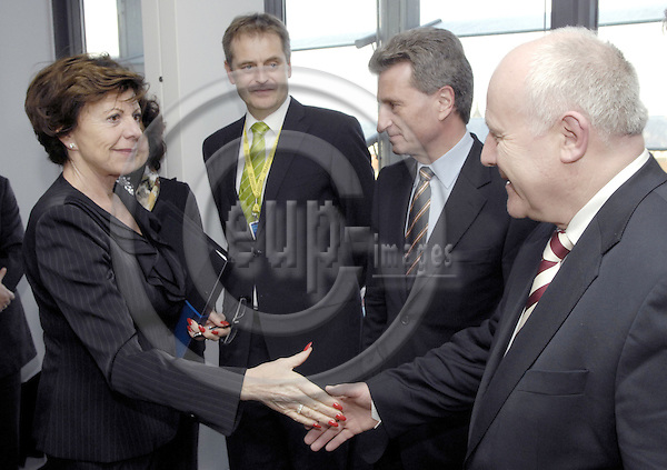 Brussels-Belgium - 27 Feburary 2008---Neelie KROES (le), European Commissioner in charge of Competition, receives Günther (Gunther, Guenther) OETTINGER (ce), Minister-President of Baden-Württemberg (Wuerttemberg) and Georg MILBRADT (ri), Minister-President of Sachsen; Richard ARNOLD (2.le), Director of Baden-Württemberg Representation to the EU---Photo: Horst Wagner / eup-images