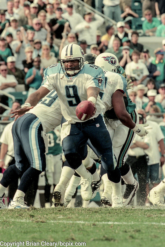 QB Steve McNair, #9, NFL AFC Championship game, which the Tennessee Titans won over the Jacksonville Jaguars 33-14 on January 23, 2000 in Jacksonville, FL.  (Photo by Brian Cleary/bcpix.com)