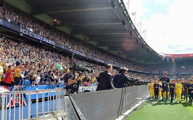 "Paris Saint-Germain's Brazilian forward Neymar waves to the crowd during his presentation to the fans at the Parc des Princes stadium in Paris on August 5, 2017. Brazilian superstar Neymar received a hero's welcome from Paris Saint-Germain fans at their Parc des Princes home on Saturday as he vowed to win ""lots of trophies"" following his world record transfer. The 25-year-old was presented to fans on the pitch ahead of their opening Ligue 1 match of the season at home to Amiens, telling fans: ""Thank you! I'm very happy, I'm delighted to be here for this new challenge."" # PRESENTATION DU JOUEUR NEYMAR AU PARC DES PRINCES"