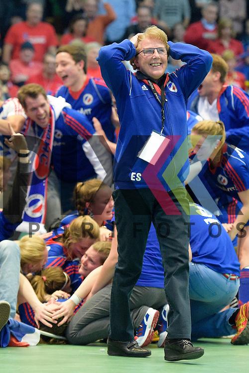 GER - Luebeck, Germany, February 07: Players of Mannheimer HC celebrate after winning the shootout during the 1. Bundesliga Damen indoor hockey final match at the Final 4 between Mannheimer HC (blue) and Duesseldorfer HC (white) on February 7, 2016 at Hansehalle Luebeck in Luebeck, Germany. Final score 6-4 after shootout.  Eliane Schleicher of Mannheimer HC<br /> <br /> Foto &copy; PIX-Sportfotos *** Foto ist honorarpflichtig! *** Auf Anfrage in hoeherer Qualitaet/Aufloesung. Belegexemplar erbeten. Veroeffentlichung ausschliesslich fuer journalistisch-publizistische Zwecke. For editorial use only.