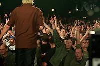 Slime im SO36 in Berlin-Kreuzberg.<br /> 5.12.2012, Berlin<br /> Copyright: Christian-Ditsch.de<br /> [Inhaltsveraendernde Manipulation des Fotos nur nach ausdruecklicher Genehmigung des Fotografen. Vereinbarungen ueber Abtretung von Persoenlichkeitsrechten/Model Release der abgebildeten Person/Personen liegen nicht vor. NO MODEL RELEASE! Nur fuer Redaktionelle Zwecke. Don't publish without copyright Christian-Ditsch.de, Veroeffentlichung nur mit Fotografennennung, sowie gegen Honorar, MwSt. und Beleg. Konto: I N G - D i B a, IBAN DE58500105175400192269, BIC INGDDEFFXXX, Kontakt: post@christian-ditsch.de<br /> Bei der Bearbeitung der Dateiinformationen darf die Urheberkennzeichnung in den EXIF- und  IPTC-Daten nicht entfernt werden, diese sind in digitalen Medien nach &sect;95c UrhG rechtlich geschuetzt. Der Urhebervermerk wird gemaess &sect;13 UrhG verlangt.]