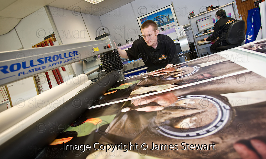 30/08/2010   Copyright  Pic : James Stewart.013_se_signs_express  .::  SIGNS EXPRESS FALKIRK ::
