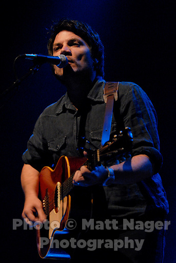 Jeff Tweedy (cq) of Wilco performs at the Will Rogers Auditorium in Fort Worth, Texas, Thursday, October 12, 2006...PHOTO/ MATT NAGER