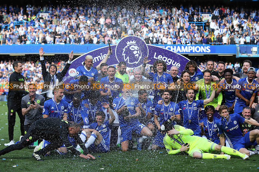 Chelsea celebrate winning the Premier League during Chelsea vs Sunderland AFC, Premier League Football at Stamford Bridge on 21st May 2017