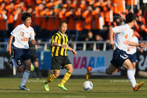 Kohei Yokozawa , JANUARY 5, 2016 - Football /Soccer : The 94th All Japan High School Soccer Tournament Quarter-Final match between Kokugakuin Kugayama 1-0 Maebashi Ikuei at NHK Spring Mitsuzawa Football Stadium in Kanagawa, Japan. (Photo by Yohei Osada/AFLO SPORT)