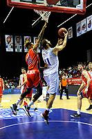 GRONINGEN - Basketbal, Donar New Heroes Den Bosch, kwartfinale NBB beker, seizoen 2018-2019, 14-01-2019, score van Donar speler Shane Hammink in duel met Den Bosch speler Jessey Voorn