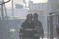 HORTOLÂNDIA, SP, 29.07.2019: INCÊNDIO-SP - Um depósito de recicláveis pegou fogo no começo da tarde desta segunda-feira (29) no limite entre Sumaré e Hortolândia, interior de São Paulo. O incêndio atingiu o depósito e um caminhão que estava parado no local. Ninguém ficou ferido. (Foto: Luciano Claudino/Código19)