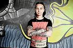 Sacha 19 ans,  designer, rencontrée dans une rave, est tatouée de la tête aux piesd et même sur le visage.///// Sacha, 19 years old, designer, met in a rave, is tattooed from head to toe and even on the face.