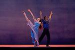 SIGNES..Choregraphie : CARLSON Carolyn.Mise en scene : CARLSON Carolyn.Compositeur : AUBRY Rene.Compagnie : Ballet de l Opera national de Paris.Decor : DEBRE Olivier.Lumiere : BESOMBES Patrice.Costumes : DEBRE Olivier.Avec :.GILLOT Marie Agnes.BELARBI Kader.Lieu : Opera Bastille.Ville : Paris.Le : 27 06 2008.© Laurent PAILLIER / photosdedanse.com