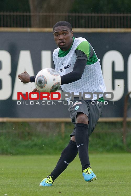 30.08.2013, Trainingsgelaende, Bremen, GER, 1.FBL, Training Werder Bremen, im Bild C&eacute;dric Makiadi (Bremen #6)<br /> <br /> Foto &copy; nph / Frisch