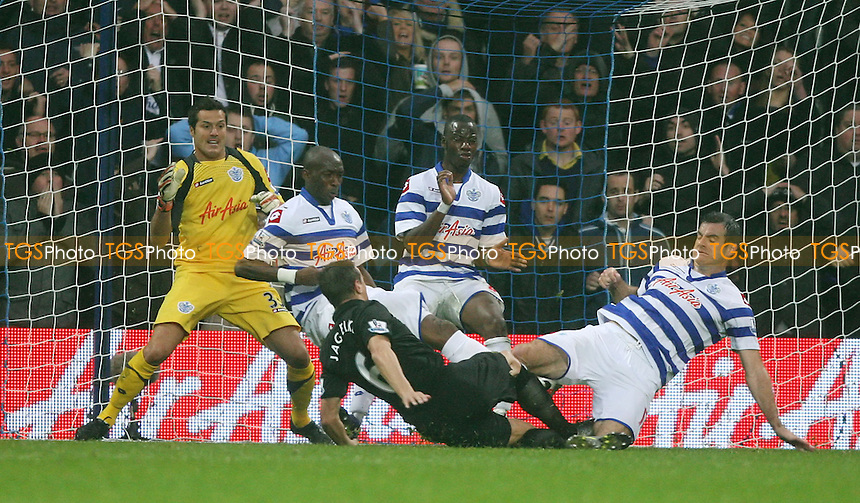Phil Jagielka of Everton is thwarted by resolute QPR defending - Queens Park Rangers vs Everton, Barclays Premier League at Loftus Road - 21/10/12 - MANDATORY CREDIT: Rob Newell/TGSPHOTO - Self billing applies where appropriate - 0845 094 6026 - contact@tgsphoto.co.uk - NO UNPAID USE.