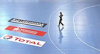 EHF Champions League Handball Damen / Frauen / Women - HC Leipzig HCL : SD Itxako Estella (spain) - Arena Leipzig - Gruppenphase Champions League - im Bild: Einsam im Rückraum - Torfrau Katja Schuelke (HCL). Foto: Norman Rembarz .