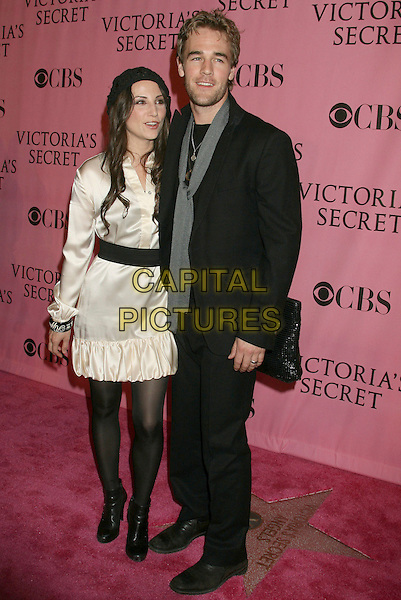 HEATHER McCOMB & JAMES VAN DER BEEK.2007 Victoria's Secret Fashion Show Arrivals .held at the Kodak Theatre, Hollywood, California, .USA, 15 November 2007..full length married wife husband black coat grey scarf.CAP/ADM/RE.©Russ Elliot/AdMedia/Capital Pictures.