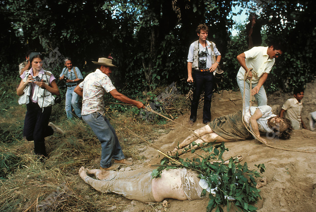 Unearthing of nuns murdered by the military of El Salvador. El Salvador, December 4, 1980