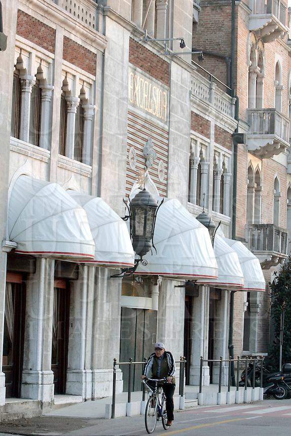 Passeggiata in bicicletta davanti all'Hotel Excelsior, al Lido di Venezia.<br /> Riding on a bicycle past the Hotel Excelsior at Venice's Lido.<br /> UPDATE IMAGES PRESS/Riccardo De Luca