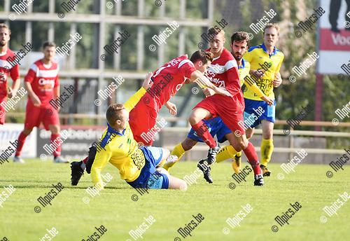 2017-09-24 / Voetbal / Seizoen 2017-2018 / VC Herentals - Ternesse / Christof Van Bouwel (Ternesse) met de fout op Jasper Vandebroek<br /> <br /> ,Foto: Mpics.be