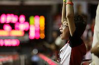 RIO DE JANEIRO, RJ, 14.05.2015 - FLAMENGO-WINNER - Torcedor do Flamengo comemora durante a partida entre Flamengo e Limeira, válida pelo jogo 3 das semifinais do Novo Basquete Brasil, realizada no ginásio do Tijuca Tênis Clube, zona norte da cidade, nesta quinta-feira, 14. (Foto: Gustavo Serebrenick / Brazil Photo Press)