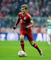 FUSSBALL   1. BUNDESLIGA  SAISON 2012/2013   18. Spieltag FC Bayern Muenchen - SpVgg Greuther Fuerth       01.12.2012 Toni Kroos (FC Bayern Muenchen) am Ball