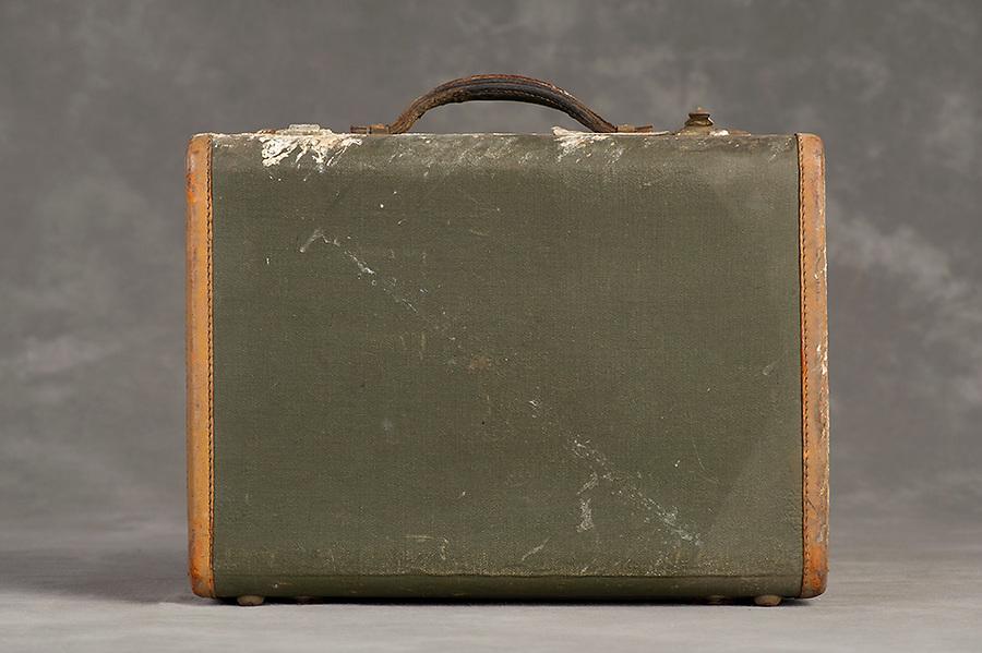 Willard Suitcases / Anna McM / ©2014 Jon Crispin