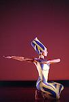 LYTHIC (Extrait de PRISM 1956 cr&eacute;e &agrave; l'Henry Street Playhouse, New York City)<br /> <br /> Chor&eacute;graphie, son, lumi&egrave;res, costumes : Alwin Nikolais<br /> Danseurs de la compagnie : Snezana Adjanski, Chia-Chi Chiang, Melissa McDonald, Liberty Valentine<br /> Compagnie : Ririe - Woodbury Dance Company<br /> Lieu : Th&eacute;&acirc;tre de la Ville<br /> Ville : Paris<br /> Date : 23/03/2004
