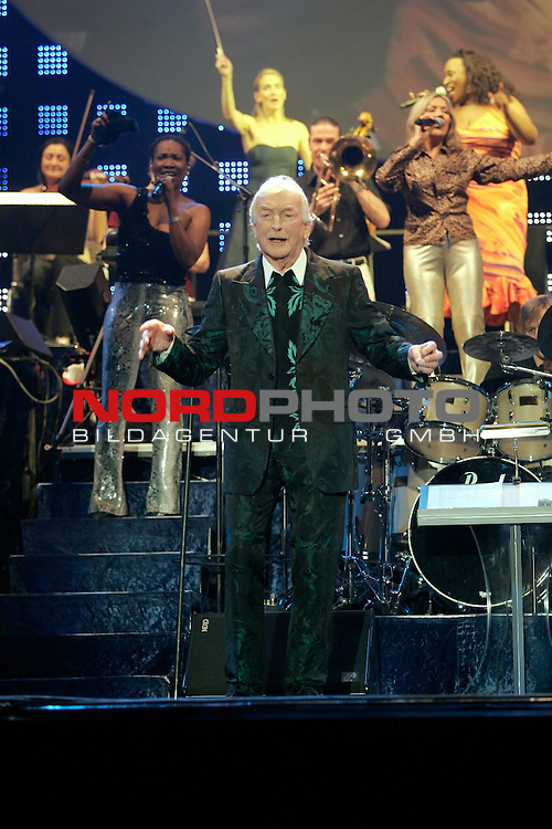 James Last, The Last Tour 2006<br /> <br /> HŲhere Qualit&scaron;t/AuflŲsung auf Anfrage<br /> Foto &copy; by uptodate<br /> www.uptodate-bildagentur.com<br /> +49 177 7447801 (Wagner) <br /> +49 177 7859523 (Bratic) James Last, The Last Tour 2006<br /> <br /> Foto: &copy; nordphoto