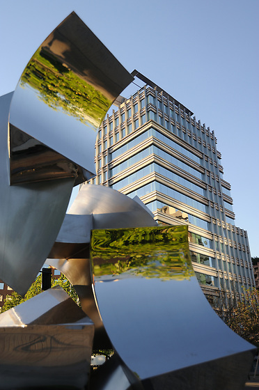 Edificios en Santiago de Chile.<br /> <br /> Edición de 3 | Víctor Santamaría.