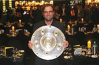 FUSSBALL   1. BUNDESLIGA   SAISON 2011/2012   34. SPIELTAG Borussia Dortmund feiert im Restaurant View in Dortmund die Meisterschaft am 05.05.2012 Trainer Juergen Klopp mit Meisterschale