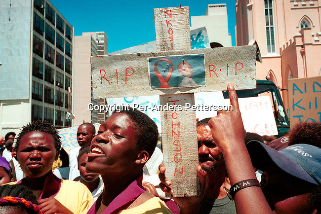 diheapr00076 Aids demonstration. Hundreds of demonstrators against the Aids policies of the South African government marched to parliament on November 26, 2001 in Cape Town, South Africa. They carried crosses of people who have died of Aids, including Nkosi Johnson, South Africa's oldest surviving orphan who died earlier this year. The Treatment Action Campaign (TAC), a NGO, has sued the South African health minister and nine provincial health ministers for not distributing Nevirapine to pregnant mothers. About 70.000 babies are born with HIV every year..©Per-Anders Pettersson/ iAfrika Photos.