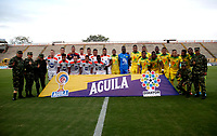 NEIVA-COLOMBIA, 05-10-2019: Jugadores de Atlético Huila y Envigado F.C. con soldados del Ejercito de Colombia, posan para una foto antes de partido entre Atlético Huila y Envigado F. C. de la fecha 15 por la Liga Águila II 2019 en el estadio Guillermo Plazas Alcid en la ciudad de Neiva. / Players of Atletico Huila and Envigado F.C. with soldiers of the Colombian Army, pose for a photo prior a match between Atletico Huila and Envigado F. C. of the 15th date for the Aguila Leguaje II 2019 at the Guillermo Plazas Alcid Stadium in Neiva city. Photo: VizzorImage  / Sergio Reyes / Cont.