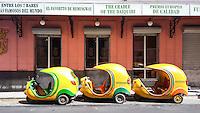 HAVANA-CUBA - 11.10.2016: Cocotaxis estacionados em frente ao bar Floridita, um dos principais pontos turísticos de Havana, que teve como seu principal frequentador o escritor Ernest Hemingway. (Foto: Bete Marques/Brazil Photo Press)