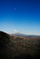 Spectacular views of Popo erupting and Iztla during a walk with Saul, Selva, Santiago, Betaña, Gabriel, Lucas, Felix, Trevor and Bene in Cuatepetitla, San Jose de los Laureles, Mexico