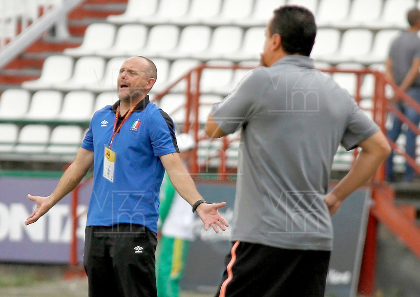 MANIZALES - COLOMBIA, 26-09-2015: Javier Torrente técnico de Once Caldas gesticula durante partido contra Envigado FC por la fecha 14 de la Liga Águila II 2015 jugado en el estadio Palogrande de la ciudad de Manizales./ Javier Torrente coach of Once Caldas gestures during match against Envigado FC for the date 14 of the Aguila League II 2015 played at Palogrande stadium in Manizales city. Photo: VizzorImage / Santiago Osorio /