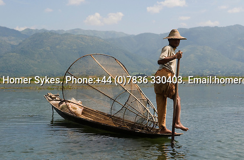 Inle Lake. Myanmar (Burma.) 2006. Traditional fisherman.