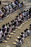 INDIA Sundarbans, free school lunch for children in village school of Ramakrishna Ashram/ INDIEN Sundarbans, kostenlose Schulspeisung fuer Kinder in Schule des Ramakrishna Mission