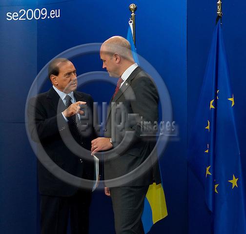 Brussels-Belgium - September 17, 2009 -- Informal European Council, EU-summit under Swedish Presidency; here, Fredrik REINFELDT (ri), Prime Minister of Sweden, welcomes Silvio BERLUSCONI (le), Prime Minister of Italy -- Photo: Horst Wagner / eup-images