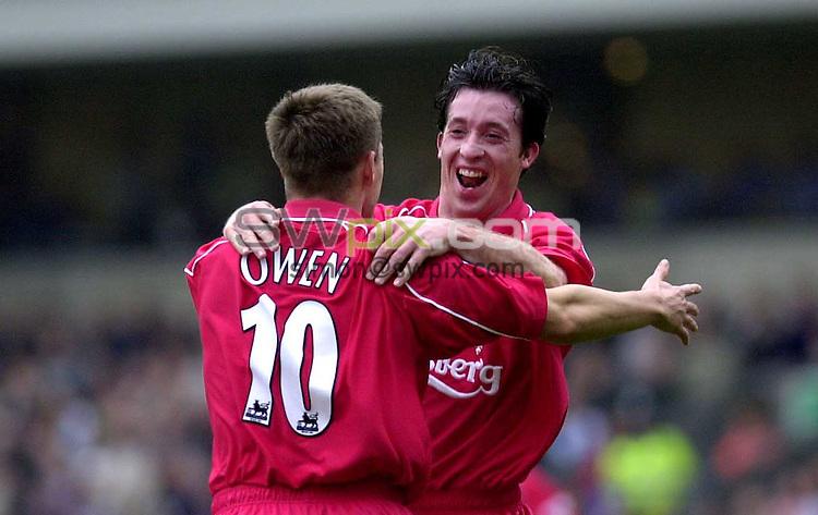 Pix: Simon Wilkinson/SWpix.com. Soccer Barclaycard Premier League. Blackburn Rovers v Liverpool...COPYWRIGHT PICTURE>>SIMON WILKINSON>>01943 436649>>..Liverpools Robbie Fowler congratulates Michael Owen on his goal
