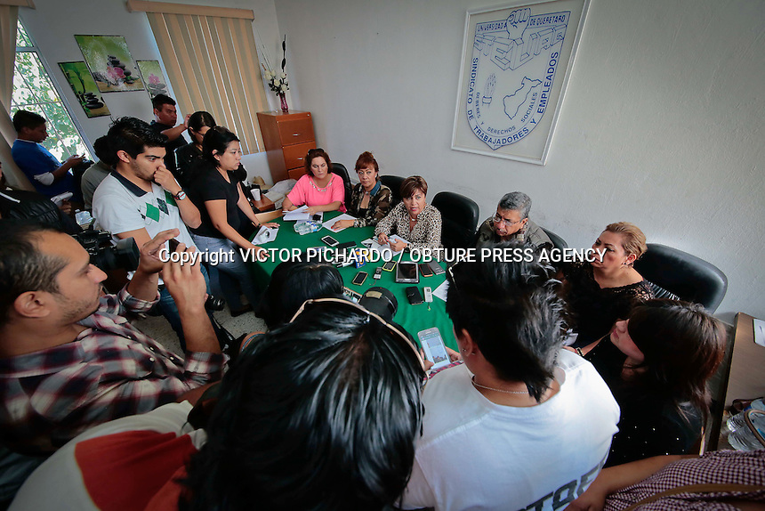 Quer&eacute;taro, Qro. 31 de agosto 2015.- Laura Leyva titular del STEUAQ anunci&oacute; en rueda de prensa que iniciar&aacute; la ruta de la defensa jur&iacute;dica a trav&eacute;s de la interposici&oacute;n de un amparo ante la justicia federal luego de la Resoluci&oacute;n de La Junta Local de de Conciliaci&oacute;n y Arbitraje.<br /> <br /> Foto: Victor Pichardo / Obture Press Agency