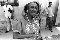 I - Parada de guaguas, La Habana, Cuba,  mayo, 1996.