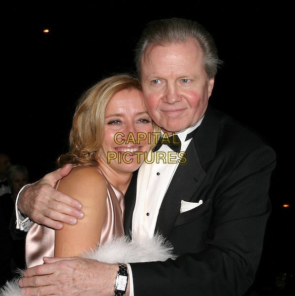 EMMA THOMPSON & JON VOIGHT.Bafta Awards - British Academy Awards.15 February 2004.www.capitalpictures.com.sales@capitalpictures.com.© Capital Pictures.