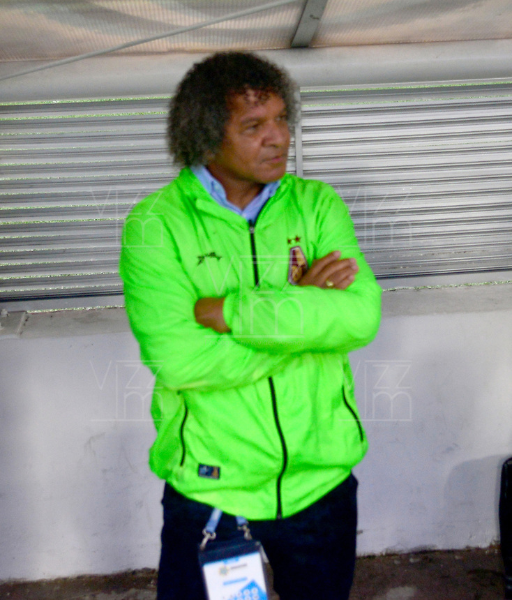 IBAGUÉ - COLOMBIA, 20-11-2019: Alberto Gamero director técnico del Deportes Tolima  ante el Cúcuta Deportivo durante cuarto partido por los cuadrangulares semifinales de la Liga Águila II 2019 entre Deportes Tolima   y el Cucuta Deportivo jugado en el estadio Manuel Murillo Toro de la ciudad de Ibagué. / Alerto Gamero coach of Deportes Tolima agaisnt of Cucuta Deportivo during fourth match for the quadrangular semifinals as part of Aguila League II 2019 between Deportes Tolima   and Cucuta Deportivo  played at Manuel Murillo Toro stadium in in Ibague city. Photo: VizzorImage / Juan Carlos Escobar / Contribuidor
