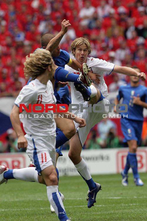 FIFA WM 2006 -  Gruppe E Vorrunde ( Group E )<br /> Play   #41 (22-Jun) - Tschechien - Italien<br /> <br /> Zweikampf Pavel Nedved  (li) Fabio CannaVARO UND JAROSLAV Plasil<br /> <br /> Foto &copy; nordphoto