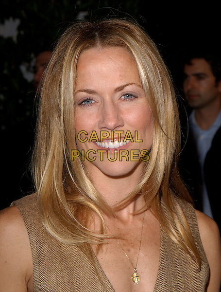 "SHERYL CROW.Universal Pictures' Premiere of ""Meet The Fockers"" held at Universal City Walk in Universal City, California  December 16th, 2004.headshot, portrait.www.capitalpictures.com.sales@capitalpictures.com.Supplied By Capital PIctures"