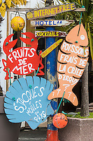 France, Côtes d'Armor (22),Côte d'Emeraude, Erquy, enseigne restaurant sur le port // France, Cotes d'Armor,  Emeraude coast , Erquy, teaches restaurant on the harbor